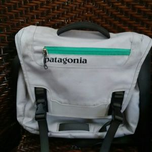 Patagonia sling messenger bag